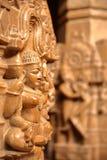 JAISALMER, РАДЖАСТХАН, ИНДИЯ - 21-ОЕ ДЕКАБРЯ 2017: Деталь резного изображения внутри виска Rikhabdev, Jain виска расположенного в стоковое фото rf