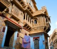 JAISALMER INDIEN - SEPTEMBER 22: Den härliga Patwon kiHaveli slotten Arkivfoton