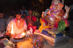 JAISALMER INDIEN - SEPTEMBER 8th: Beröm av Lord Ganesha under den Ganesha Chaturthi festivalen Royaltyfri Bild