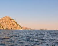 Jaisamand湖在乌代浦,拉贾斯坦,印度附近的Dhebar湖 库存图片