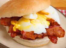 Jajeczna & Bekonowa Śniadaniowa rolka lub Bap Obraz Royalty Free