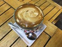 Jajeczna kawa - Odgórny przegląd obraz royalty free