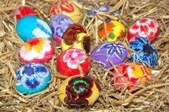 Jajeczny jaskrawy w gniazdeczku Fotografia Stock