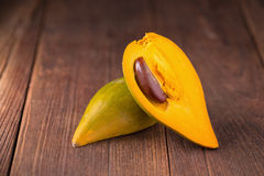 Jajeczny owocowy Canistel Żółty Sapote & x28; Pouteria campechiana & x28; Kunth& x29; B Obrazy Royalty Free