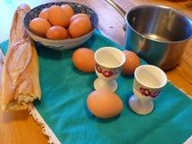 Jajeczny posiłek na stole Zdjęcie Stock