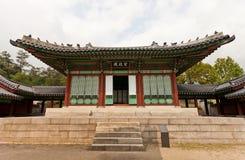 Jajeongjeon Hall av den Gyeonghuigung slotten (1620) i Seoul, Korea Royaltyfri Foto