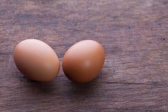 Jajka na drewnianym tle Zdjęcia Stock