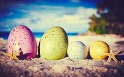 Jajka na ocean plaży zdjęcia royalty free
