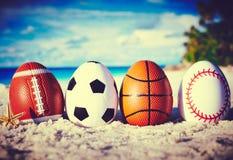 Jajka na ocean plaży obrazy stock