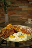 jajka popierają kogoś pogodny up Fotografia Stock