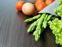 Jajka & Świezi warzywa Zdjęcia Stock