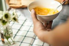 Jajko przygotowywa dla gotować Zdjęcie Stock