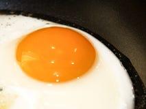 jajko smażący Obrazy Royalty Free