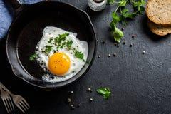 jajko smażący Obrazy Stock