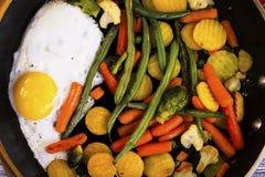 jajko smażący warzywa Fotografia Stock