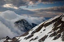 Jak chmury płynie w dół stromą Karavanke grań Fotografia Stock