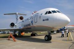 Jak-42D vliegtuig dat bij de Internationale Ruimtevaartsalon van MAKS wordt getoond Royalty-vrije Stock Afbeeldingen