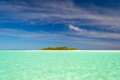Jak marzenie podróży miejsce przeznaczenia, turkusu Aitutaki woda, Kucbarskie wyspy Obrazy Royalty Free