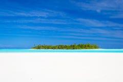 Jak marzenie podróży miejsce przeznaczenia, turkusu Aitutaki woda, Kucbarskie wyspy Zdjęcie Royalty Free