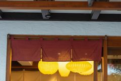 Jak tkanina która wiesza przed tradycyjnymi Japońskimi restauracjami fotografia stock