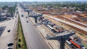 Jakarta-Cikampek a élevé le projet de route de péage image stock
