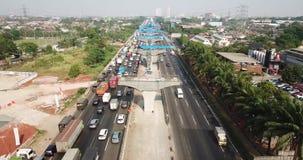 Jakarta-Cikampek avgiftväg med trafikstockning stock video