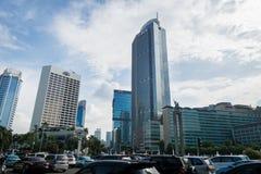 Jakarta cityscape med skyskrapor med blå himmel i det centrala centret Fotografering för Bildbyråer