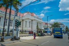 JAKARTA, INDONESIA - 3 MARZO 2017: Conti la costruzione del museo veduta dall'altro lato della via, la facciata molto piacevole,  Fotografie Stock