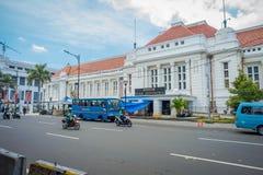 JAKARTA, INDONESIA - 3 MARZO 2017: Conti la costruzione del museo veduta dall'altro lato della via, la facciata molto piacevole,  Fotografie Stock Libere da Diritti