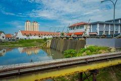 JAKARTA INDONESIEN - MAJ 06, 2017: Mindre vattenvattenkraftväxt som lokaliseras i stadsgrannskap i Jakarta Arkivbild