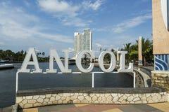 Jakarta Indonesien - mars 16, 2016: Ancol strand i Jakarta Royaltyfri Foto