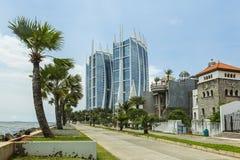 Jakarta Indonesien - mars 16, 2016: Jakarta stad med modern byggnad Fotografering för Bildbyråer