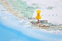 Jakarta, Java, Indonésia, Pin amarelo, close-up do mapa Imagem de Stock Royalty Free