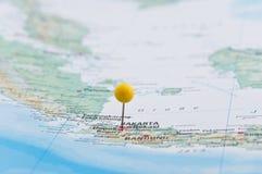 Jakarta, Java, Indonésia, Pin amarelo, close-up do mapa Imagens de Stock Royalty Free