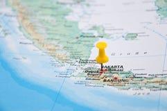 Jakarta, Java, Indonésia, Pin amarelo, close-up do mapa Foto de Stock Royalty Free