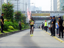 Jakarta - 27 ottobre 2013 posto di vittoria del corridore di Diana Chepkemoi Sigei Kenya Female secondo alla maratona di Jakarta Fotografie Stock