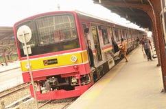 Jakarta pendlarelinje i Jakarta Kota Railway Station royaltyfri fotografi