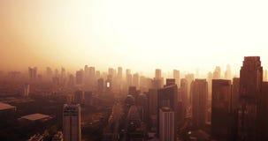 Jakarta-Stadt an der Dämmerung mit Wolkenkratzeransicht stock video