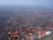 Jakarta vom Himmel lizenzfreie stockfotografie