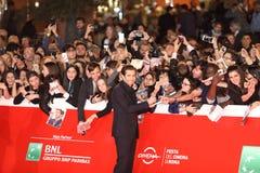 Jake Gyllenhaal mit Fans lizenzfreie stockfotos