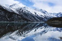 Jakkolwiek jeziorna sceneria w Tybet Obraz Stock