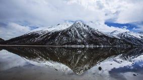 Jakkolwiek jeziorna sceneria w Tybet Zdjęcia Royalty Free