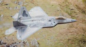 Jaktflygplan för stealth F-22 Arkivbilder