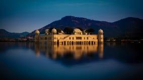 Jal玛哈尔宫殿(人Sagar湖),斋浦尔,印度 免版税库存照片