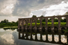 Jal玛哈尔Mandu的印度水宫殿 免版税库存图片