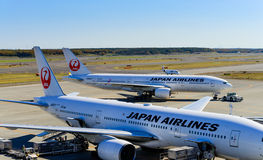 JAL Airplane chez nouveau Chitose Ariport Image stock