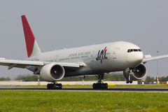 JAL B777 Photographie stock libre de droits