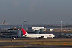 JAL bij HANEDA Luchthaven Stock Afbeeldingen