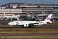 JAL JA8984着陆 免版税库存照片