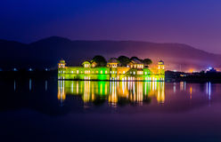 Jal Mahal (κάστρο σε μια λίμνη) Στοκ Εικόνες